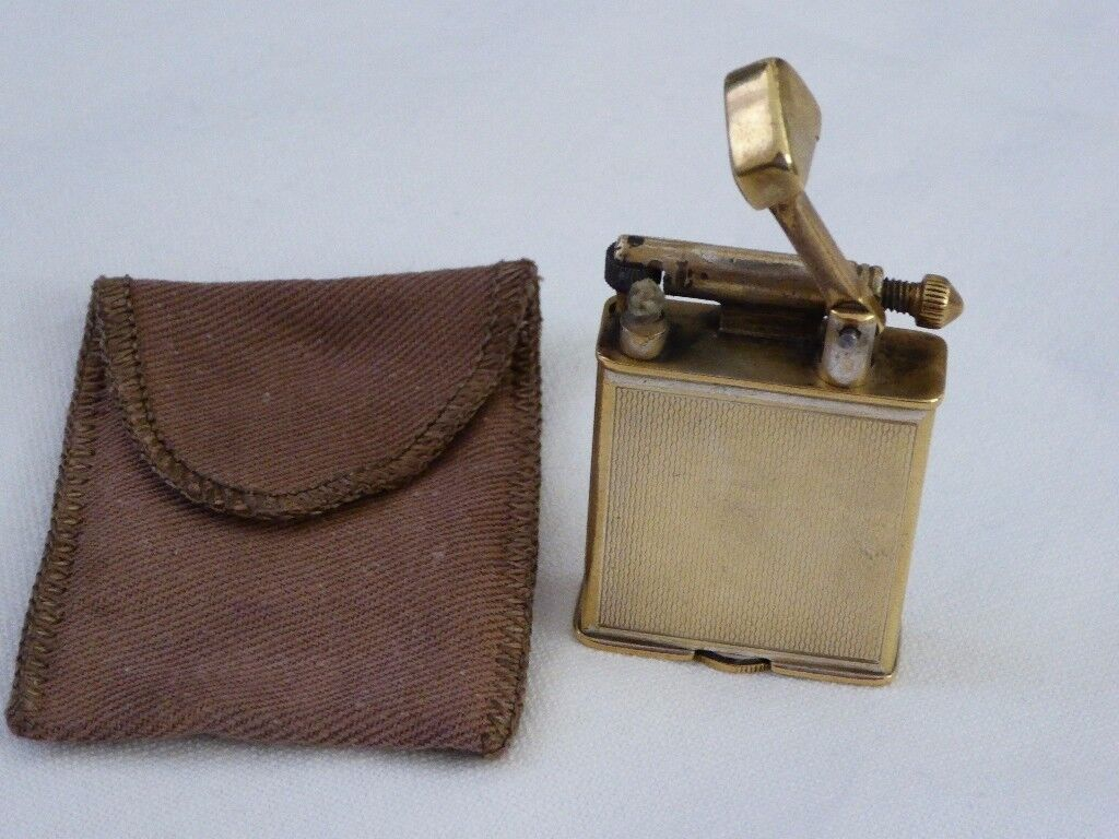 Vintage Parker Roller Beacon lighter in pouch. Collectors item
