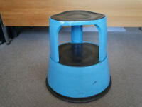 Kicksteps - two steps up to reach higher and hard to reach areas. Blue
