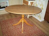 Dining table ovalshape on pedistal base