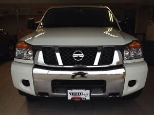 2015 Nissan Titan SV 4x4 / MINT / SUPER LOW KMS
