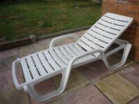 relaxing sun lounger,ideal for sun lounge & garden,cost me £300.i will accept only £59 . 00.........