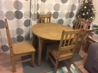 I'm selling a round extanable dinning table with chairs, in very good condition. 8 month old only.