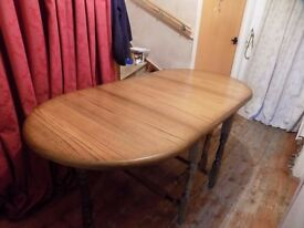 Table Dropleaf/Gateleg in Oak finish - Seat up to 8 people