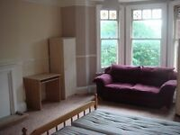Huge double rooms - furnished i shared Edwardian Flat. Bills included