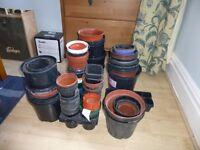 Ca. 110 plastic plant pots