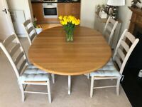 FOR SALE – Extendable Oak Dining Table and Chairs