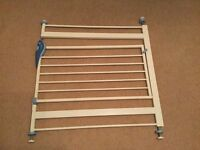 Lindam pressure stairgate £8 (collect from Pinner)