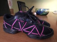 Capezio split sole dance shoes