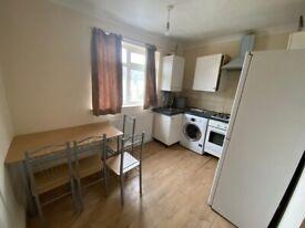 One Bedroom First Floor Flat Chadwell Heath £1100 bills included.