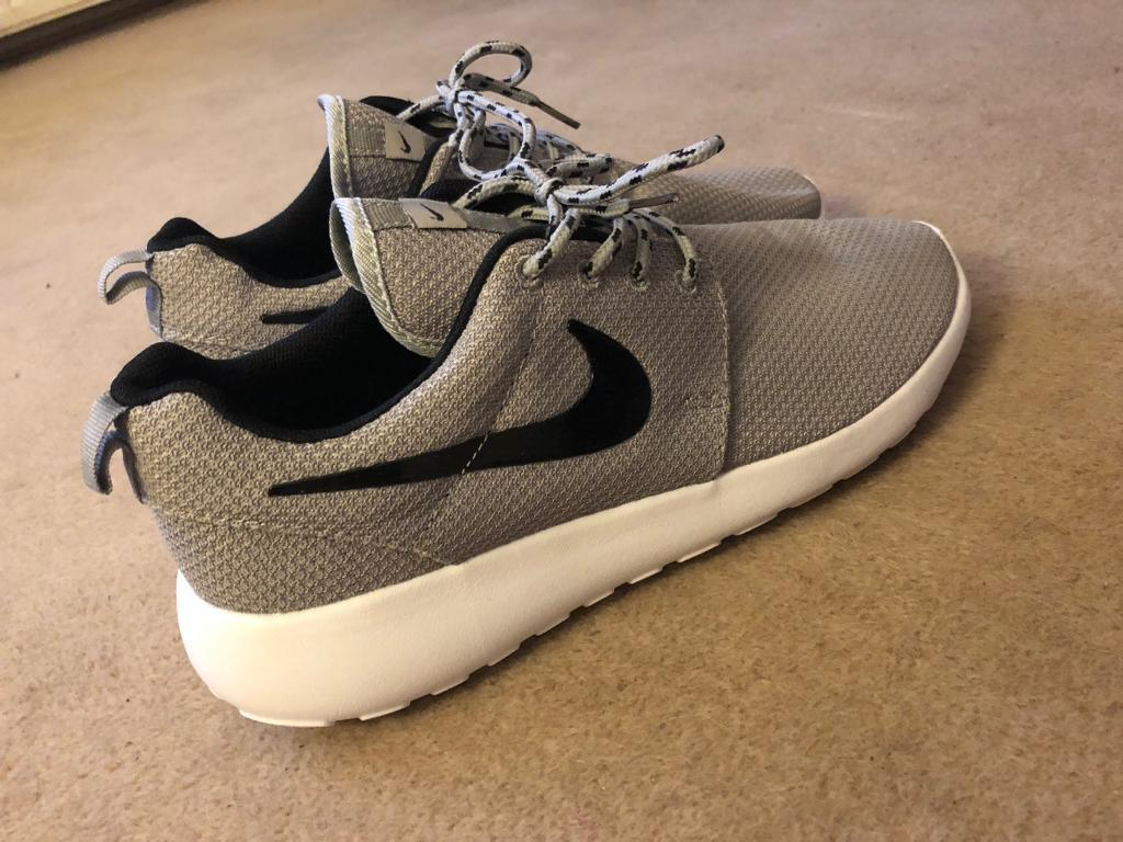 Grey White Fly Knit Mens Womens Nike Trainers Size UK 9 9.5 Running Shoes fdca8bda5