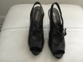 Ladies black leather heeled shoes