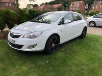"""Vauxhall Astra Elite 1.6i 2011 19"""" Alloys White"""