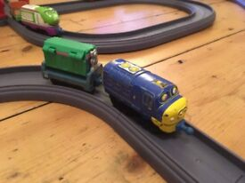 VGC Chuggington Straight & Curved Train Track Pack.3 pieces missing.5 packs available.Fits Hotwheels
