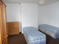 Double room to let - NO CREDIT CHECK. Couples welcome. 5 mins walk from ZONE 2 station