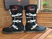 GAERNE CLASSIC TRIALS BOOTS, BLACK. SIZE EU 42. AS NEW CONDITION.