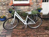 Ladies Trek St. Tropez Bike in excellent condition including wicker basket and waterproof cover.