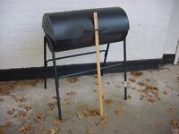 LARGE HINGE LIDDED CYLINDER BBQ ON LEGS - USED GOOD CONDITION.