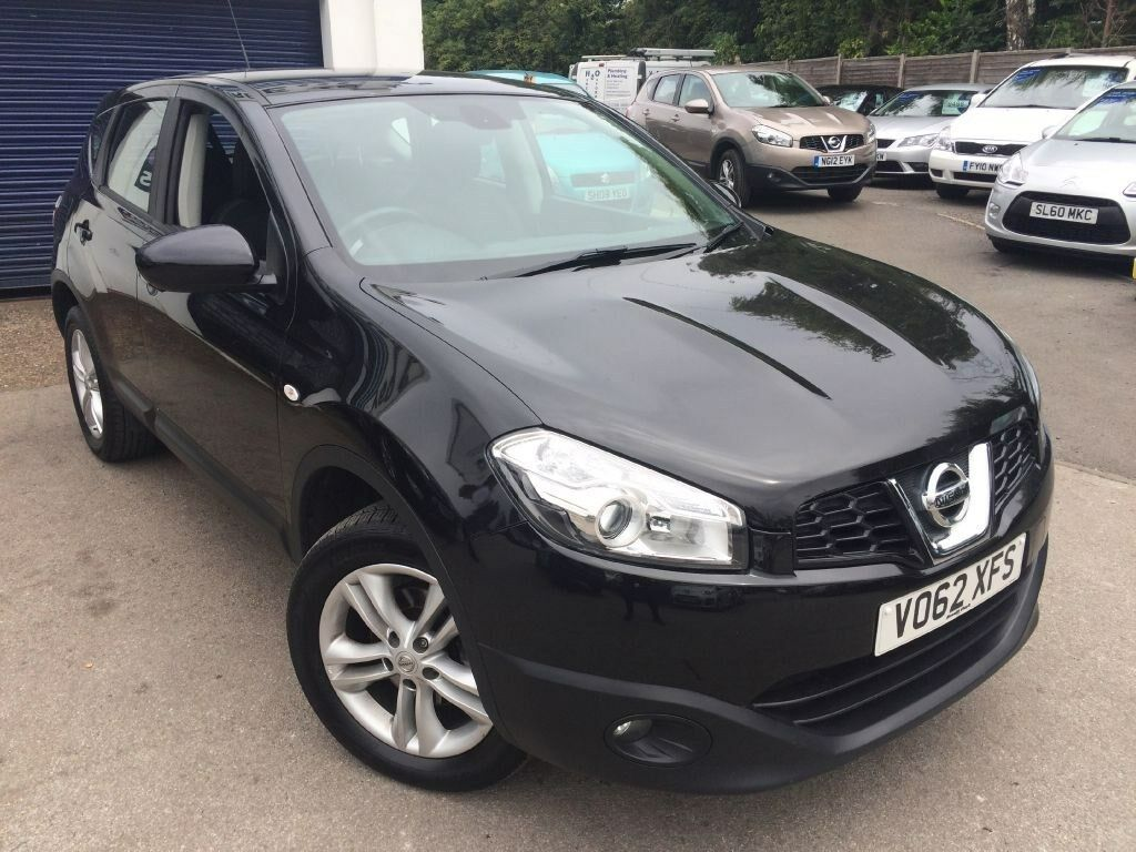 nissan qashqai acenta dci black 2012 in aston clinton buckinghamshire gumtree. Black Bedroom Furniture Sets. Home Design Ideas
