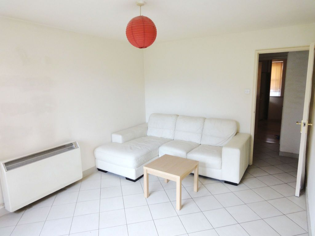 1 bed flat in the purpose built development Thompson House, between New Cross and South Bermondsey