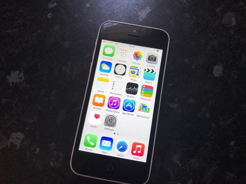 Apple iPhone 5c White 16GB unlockedin ManchesterGumtree - Apple iPhone 5c White 16GB unlocked to any network in good condition and full working order comes with charger.Collection or can deliver No offers pls