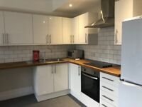 STUDENT LET SB Lets are delighted to offer this wonderful modern 5 bedroom flat to rent in Hove