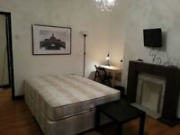 2 Double Rooms Available in Westferry - 10 mins walk to Canary Wharf - Couples Welcome