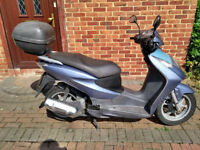 2002 Honda Dylan 125 scooter, new 1 year MOT, bargain, runs well, top box, good condition....