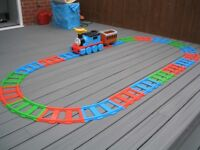 THOMAS AND FRIENDS RIDE ON BATTERY ELECTRIC TRAIN AND 22 PIECE TRACK STILL BOXED