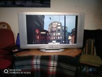 """Cheap 32"""" Sanyo TV, small issue with stand."""