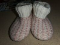 Girls Clarks Short Boot style Wool Knit Slippers size 12