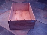 Wooden wine crate / box