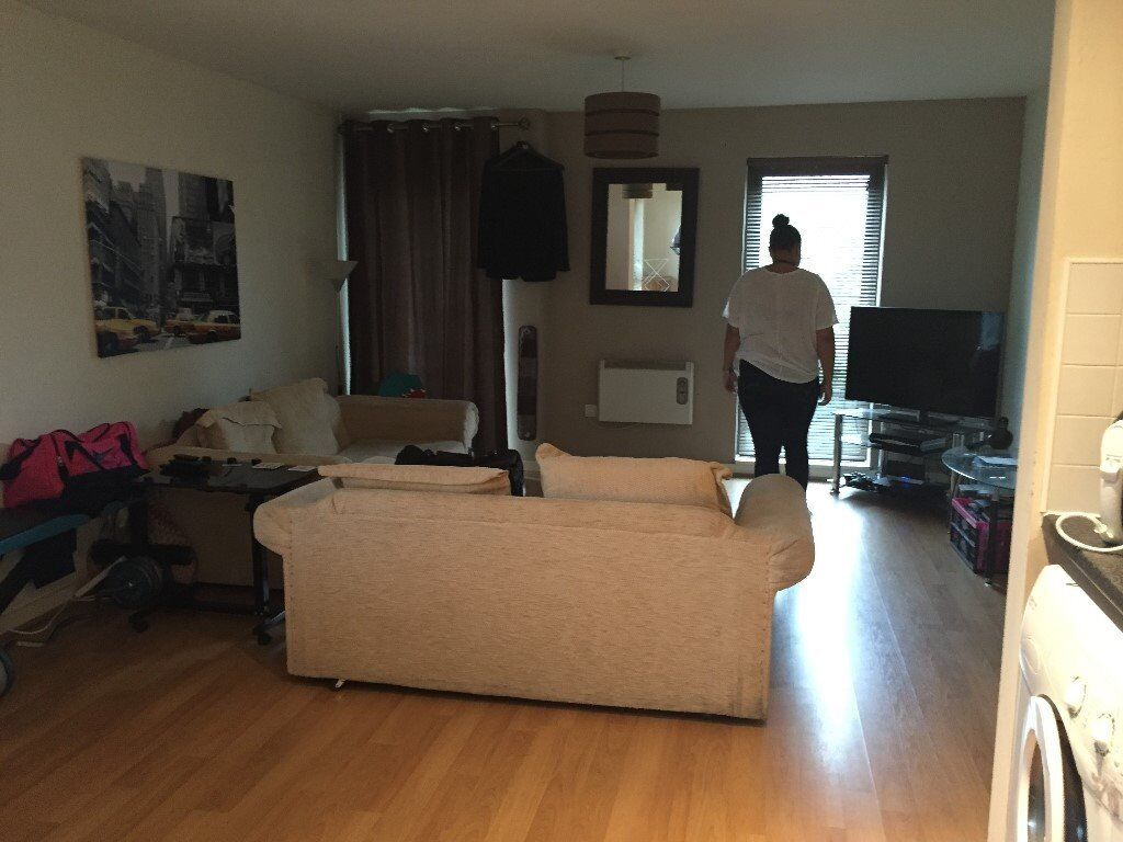 2 Bedroom Apartment To Rent In Salford Quays Image 1 Of 9