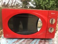 Swan microwave oven red