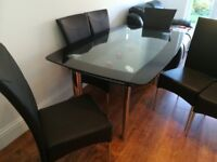 Dinner table & 6 chairs excellent condition,