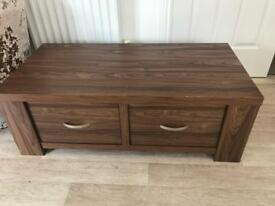 Coffee table with double drawer