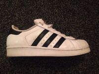 ADIDAS SUPERSTAR GIRLS TRAINING SHOE. ADULT SIZE 3. GOOD CONDITION . IDEAL CHRISTMAS PRESENT