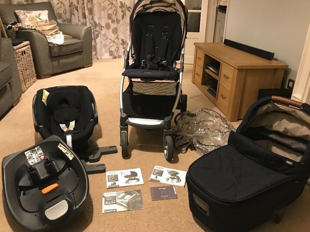 Mamas and papas Armadillo flip xt Pram, car seat, isofix, adaptors carrycot and rain cover