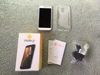 BRAND NEW UNLOCKED Motorola Moto G4 Smartphone with Accessories