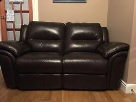 Brown leather 2 seat recliner sofa.