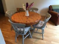 Round Dining room Table and chairs with cushions