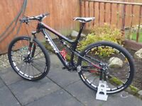 TREK 9.8SL CARBON MOUNTAIN BIKE