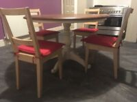 Round Table and Chairs with 4 chairs