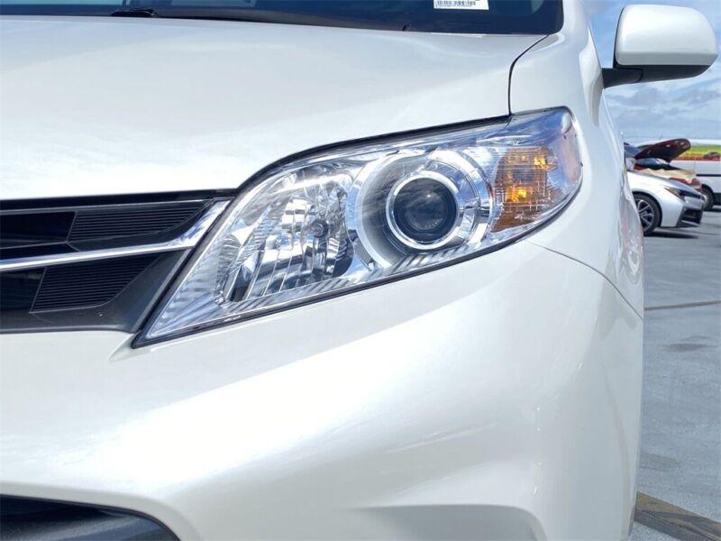 Image 12 Voiture Asiatique d'occasion Toyota Sienna 2020