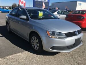 2014 Volkswagen Jetta TRENDLINE+/ CAR-PROOF ATTACHED/ FINANCING