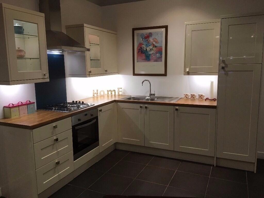 Magnet Kitchens Ex Display: Leighton Gloss Cream