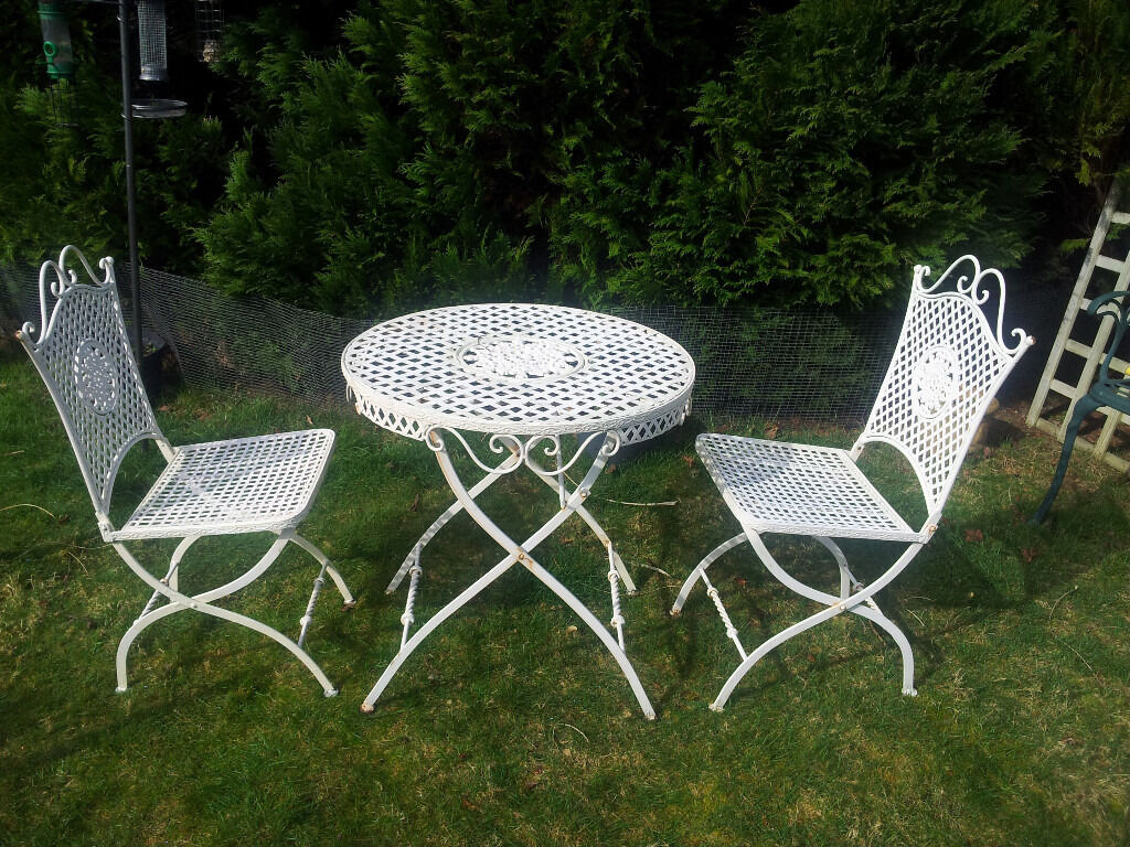 VINTAGE HEAVY WROUGHT IRON FOLDING GARDEN BISTRO SET