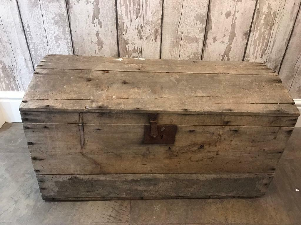 Vintage Wooden Chest Traverlers Trunk Log Store Storage Box Toys Box