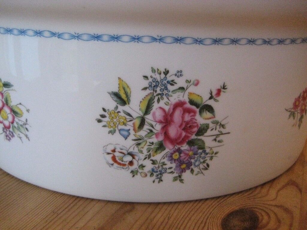 Large Royal Worcester Casserole, Fine Porcelain   Oven To Table Ware    Perfect Condition. Image 1 Of 8