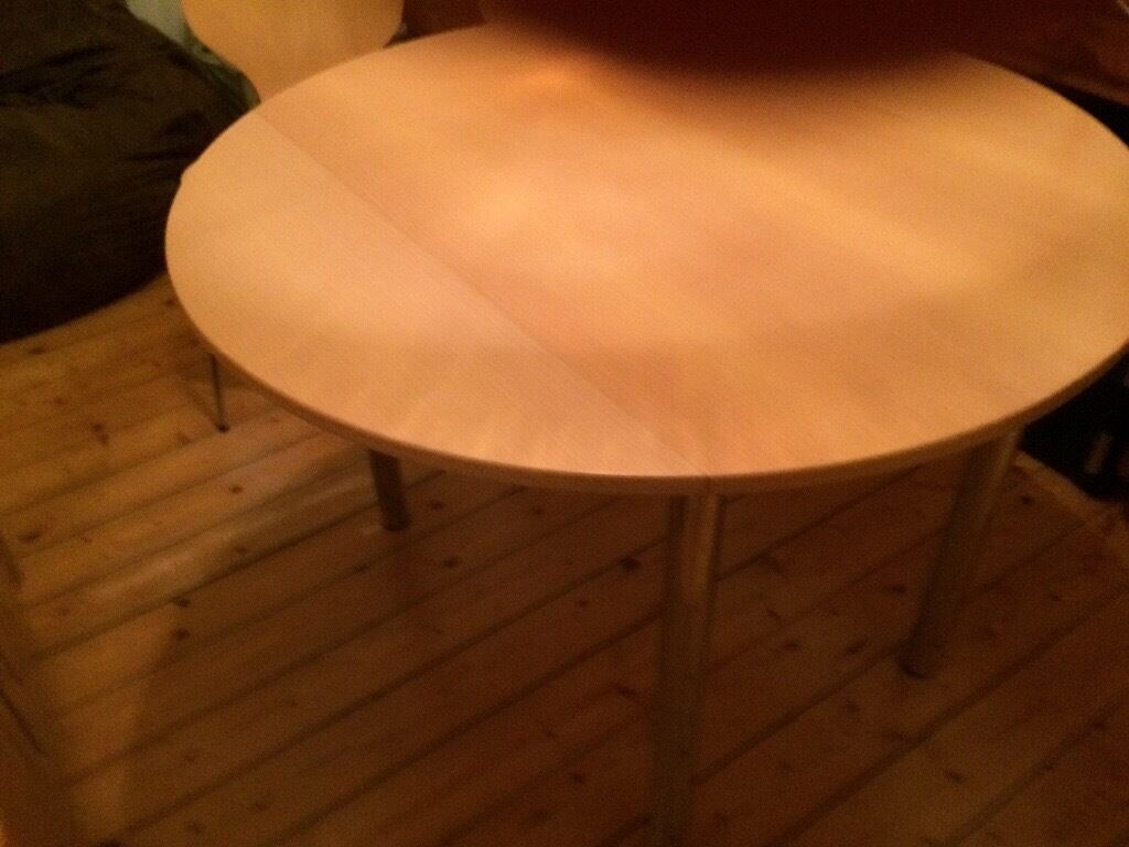 Small Kitchen Table, Round, 106cm Diameter. 2 Fold Down Leaves. 2 Matching