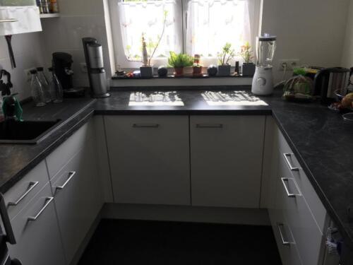 Moderne Küche Mit Marken E Geräten Wie Neu In Mainz
